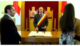 Read more: VIDEO/ Drama INEGALABILĂ a doi tineri forţaţi să se căsătorească. Iată ce primar oficia căsătoria