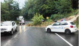 Read more: Acum, în Argeș, Drum Național blocat. A luat-o pământul la vale!