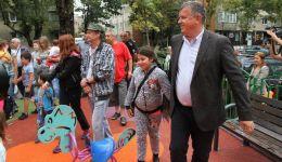 Read more: Primarul Mircia Gutău, preocupat de siguranța copiilor la locurile de joacă amenajate