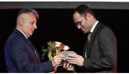 Read more: Prezent la Gala Atletismului, ministrul Tineretului şi Sportului Bogdan Matei a fost premiat cu un trofeu special