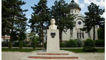 f_350_200_16777215_00_images_banner3_gib-mihaescu-statuie.jpg