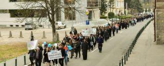 500 de tineri prezenţi în Râmnicu Vâlcea la Marșul pentru viață 2017