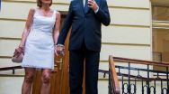 Lucrurile se complică în familia prezidenţială . Klaus Iohannis şi-ar fi înşelat nevasta şi a băgat-o în belea