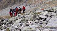 Video și poze de la operațiunea de salvare a tânărului care a căzut de la 70 de metri