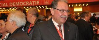 Fostul preşedinte al CJ Argeş CONSTANTIN NICOLESCU a ieşit din puşcărie. A fost întâmpinat de câteva zeci de OAMENI pe care i-a făcut OAMENI